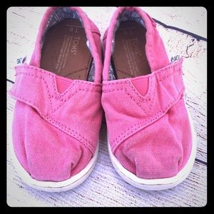 2/$14🎉 Toms size 6 Pink classic canvas